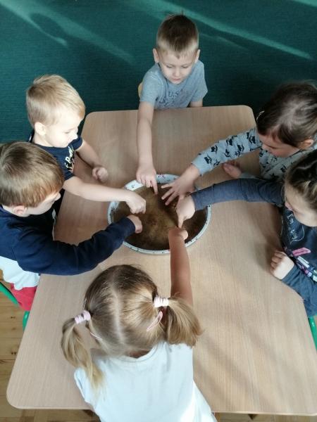 Przedszkolak w świecie eksperymentów
